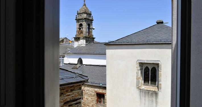 Vista de la Iglesia de A Fonsagrada desde el Albergue A Fonsagrada